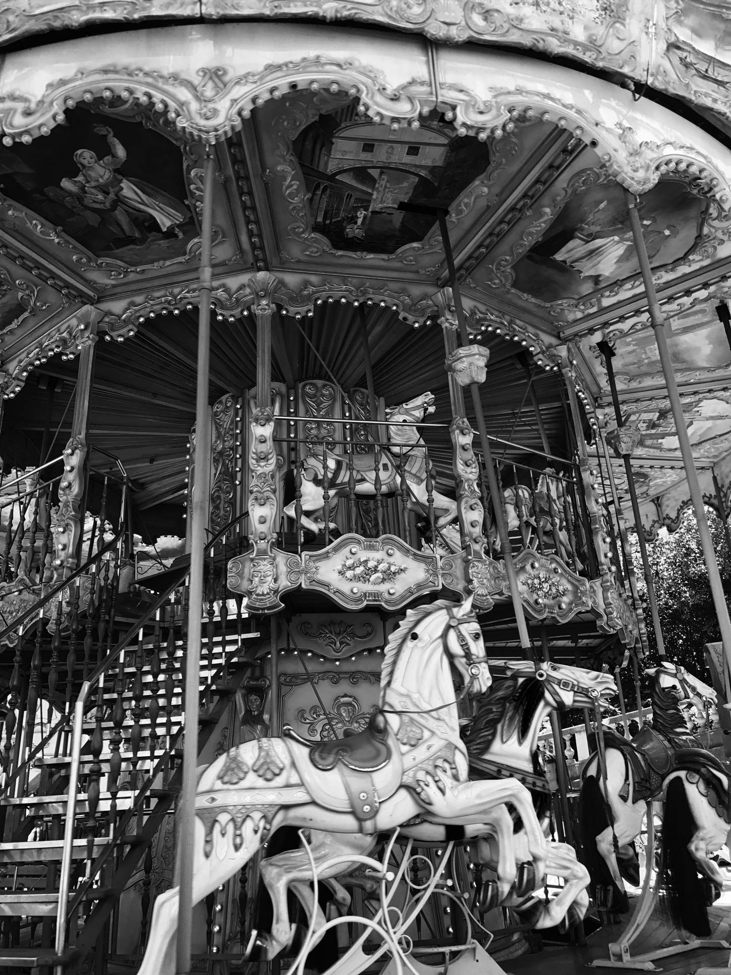 Carousel-Sacre-Coer-Paris-Travel-Guide-Flora-Fallue