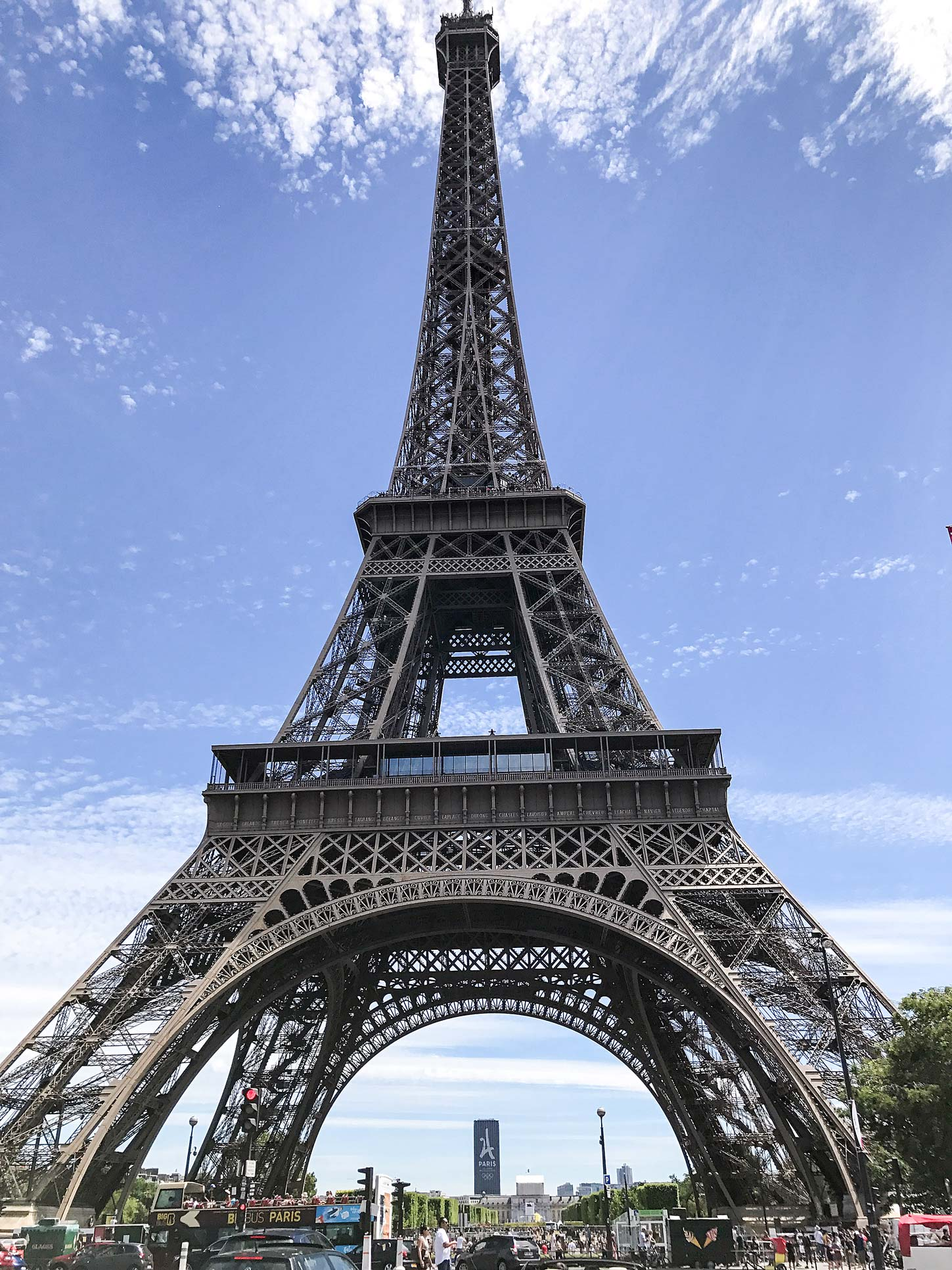 Eiffelturm-Paris-Travel-Guide-Flora-Fallue