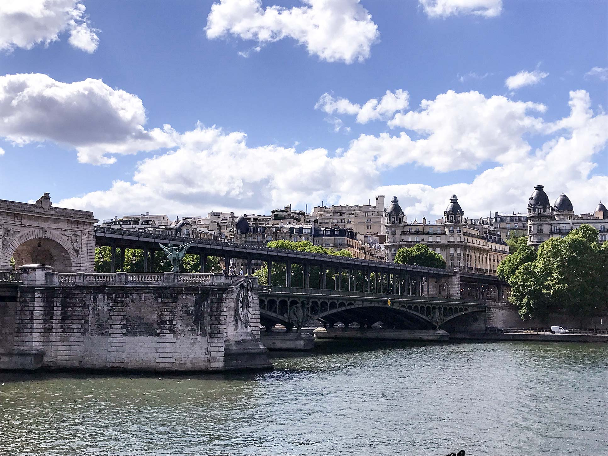 Ponte-de-Bir-Hakeim-Paris-Travel-Guide-Flora-Fallue