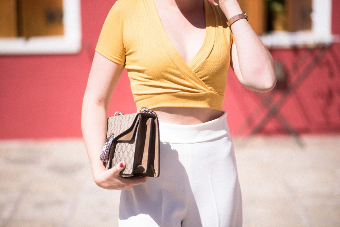 Venice-Burano-Summer-Outfit-Inspiration-yellow-white-combination-florafallue1